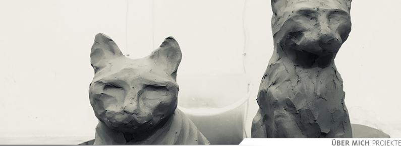 Katzenskulpturen
